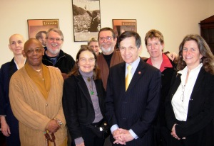 Bhante and members of the Buddhist Peace Delegation meeting with Rep. Dennis Kucinich, 2007