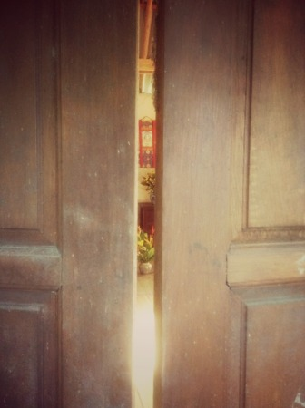 Temple door, Thailand / photo: Maia Duerr